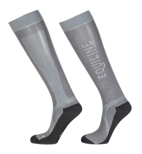 Calcetines técnicos grises modelo Port de Equiline.